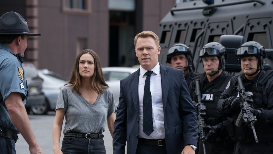 Liz in leather jackets, Ressler in suits  What's the dress code