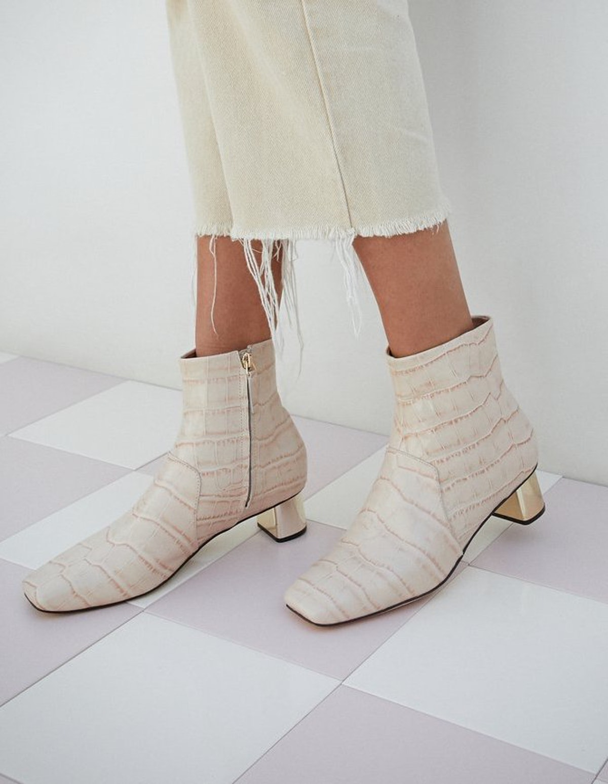 Clarence Ankle Boots In Creme
