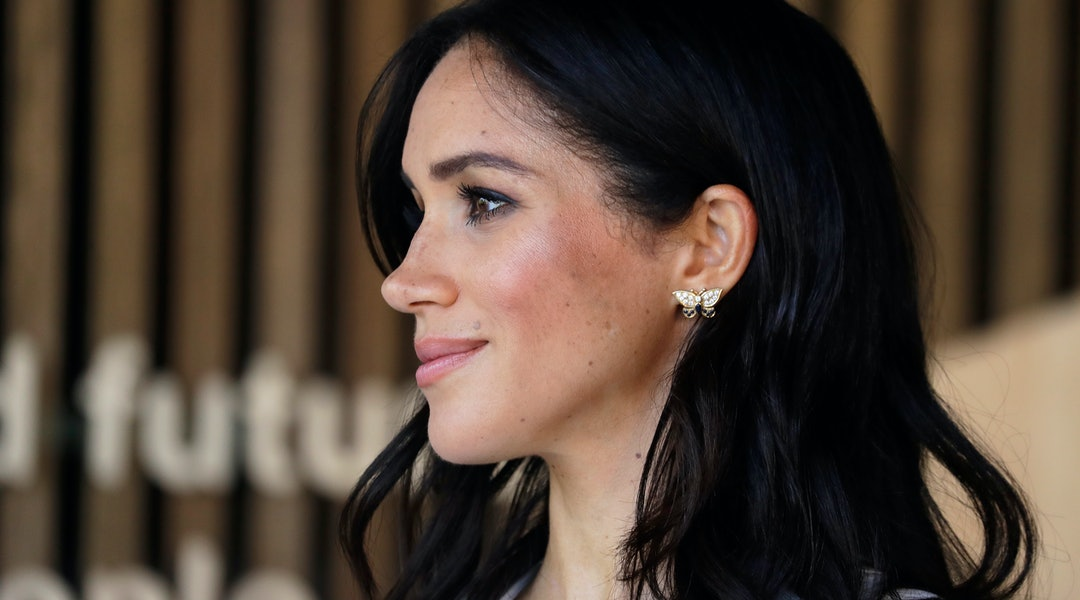 a84e6ff4bae Meghan Markle's Red Coat & Purple Dress Are A Major Departure For ...