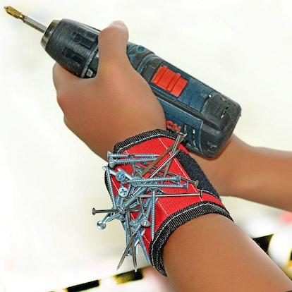Danslesbls Magnetic Wristband