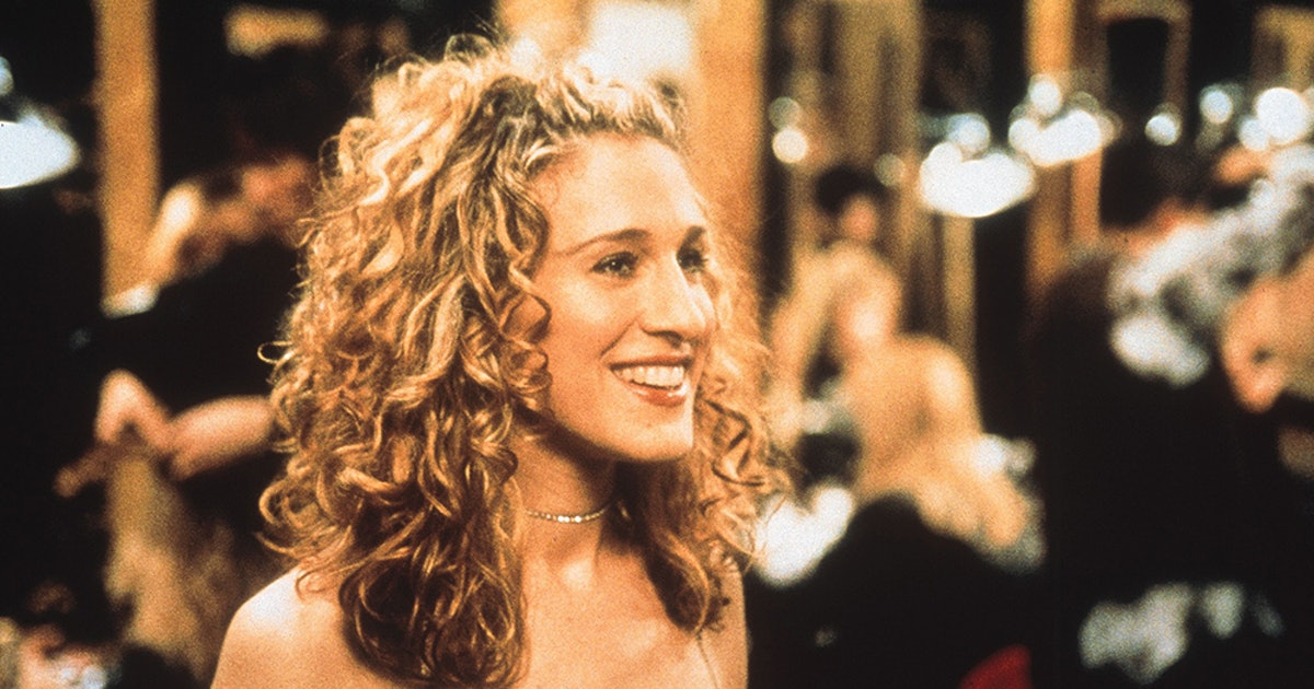 Sarah Jessica Parker Returns As Carrie Bradshaw In The Perfect Lacy Heels