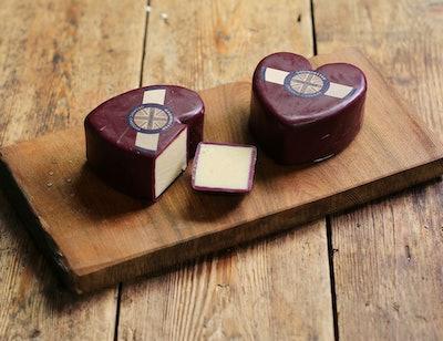 Godminster Heart Shaped Cheddar, Organic