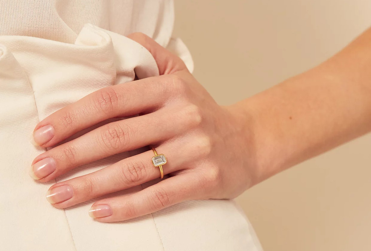 f4a8c1ec7a675 18 Minimalist Engagement Rings That Are Understated Perfection