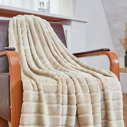 Bertte Plush Throw Blanket