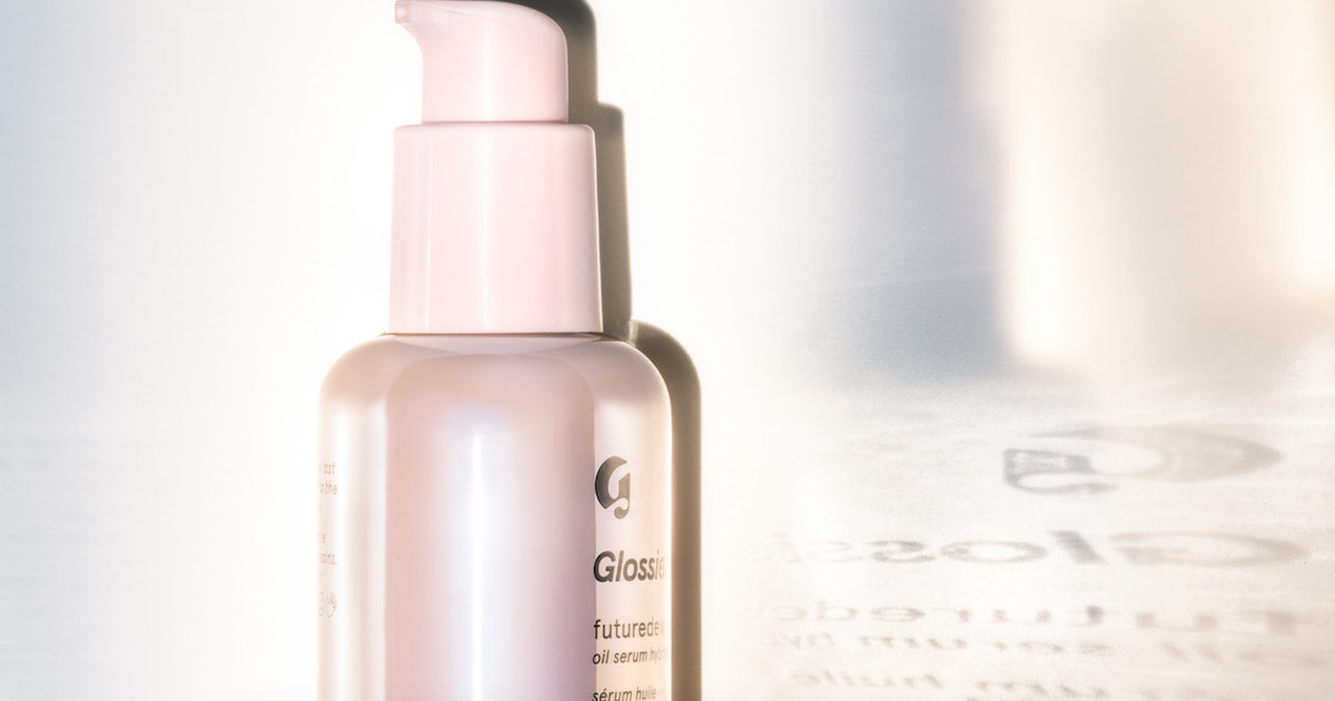 Glossier's New Futuredew Oil-Serum Hybrid Is Long-Wear Skin Care — Here's What That Means