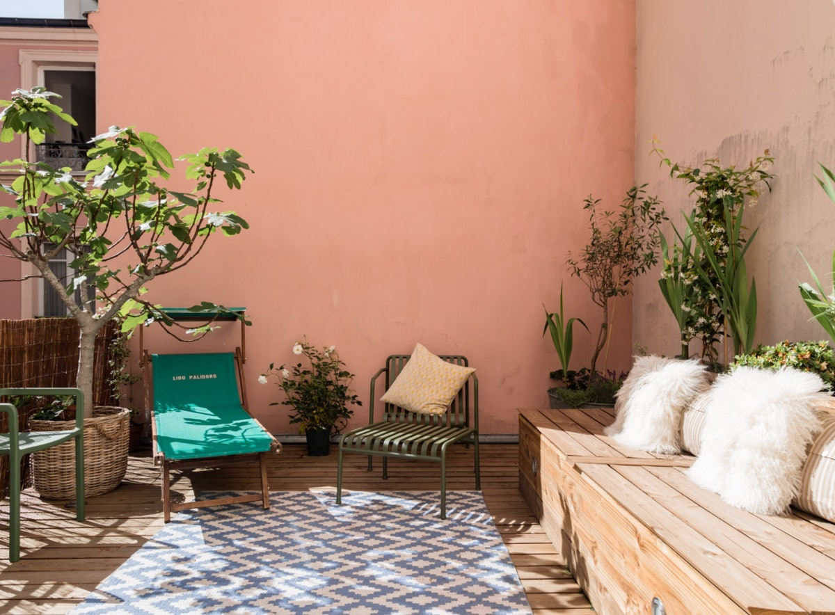 A millennial pink patio at an Airbnb in Paris in the perfect place to hang out.