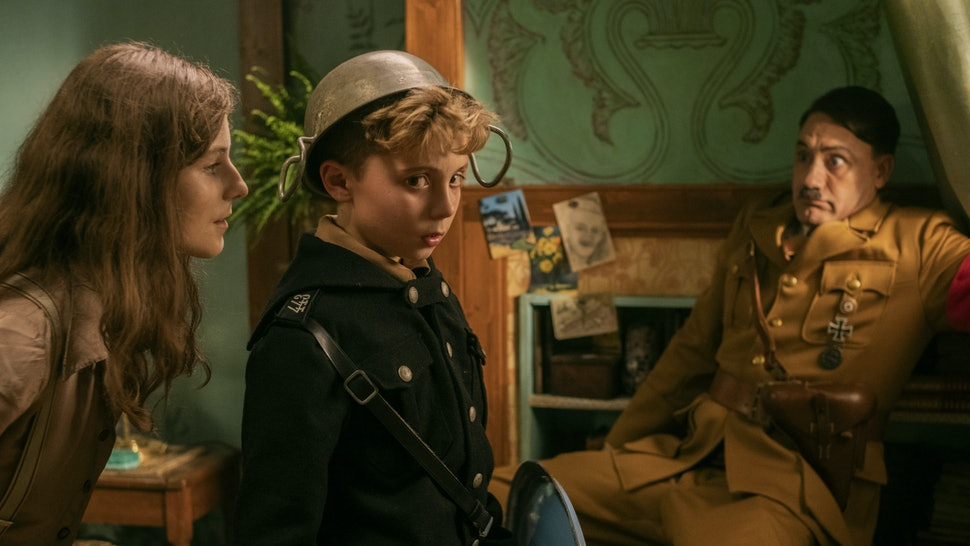 Thomasin McKenzie, Roman Griffin Davis, and Taika Waititi in 'Jojo Rabbit'