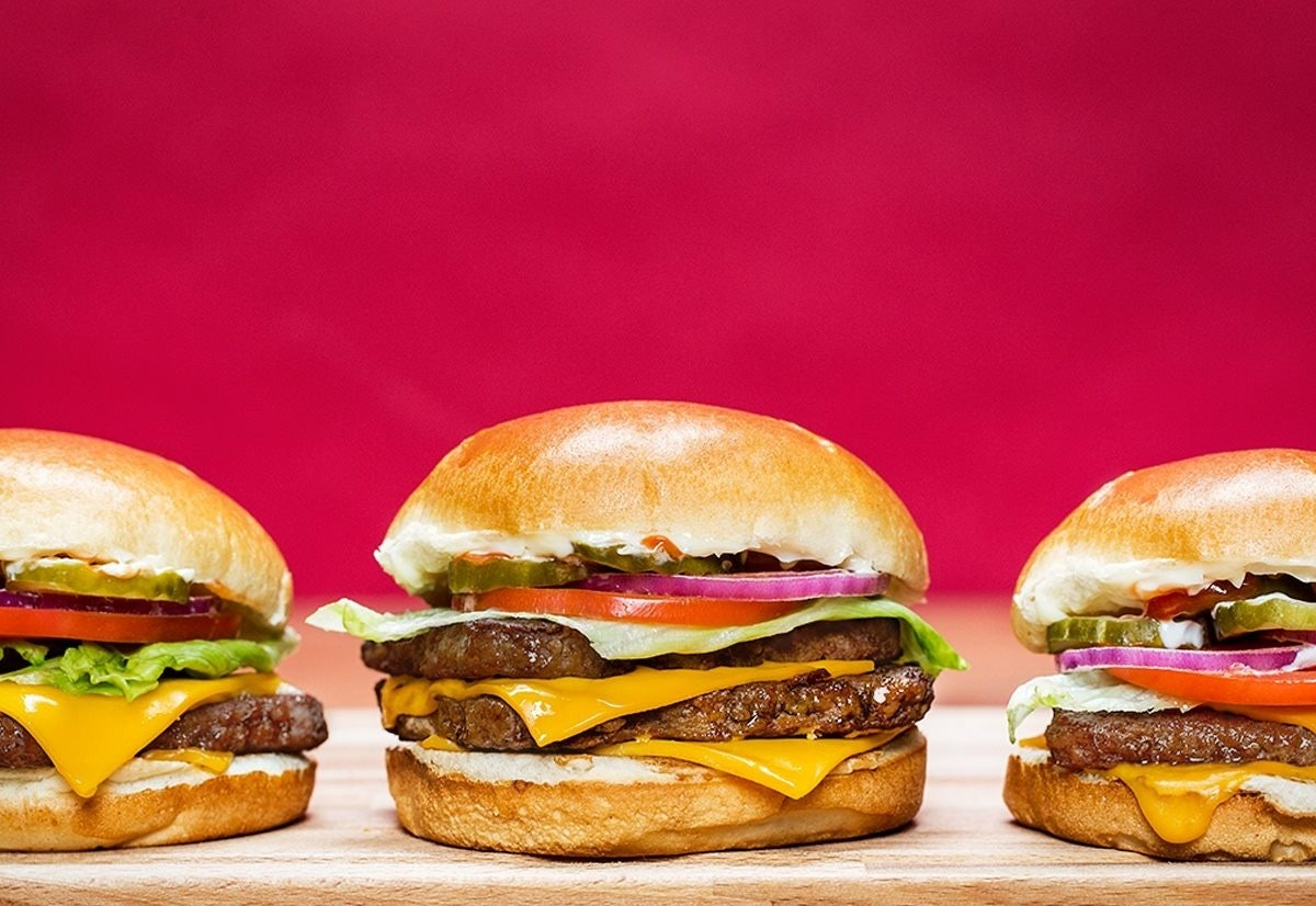 Wendy's Dave's Double 2019 DoorDash Deal means you can get a free cheeseburger this week.