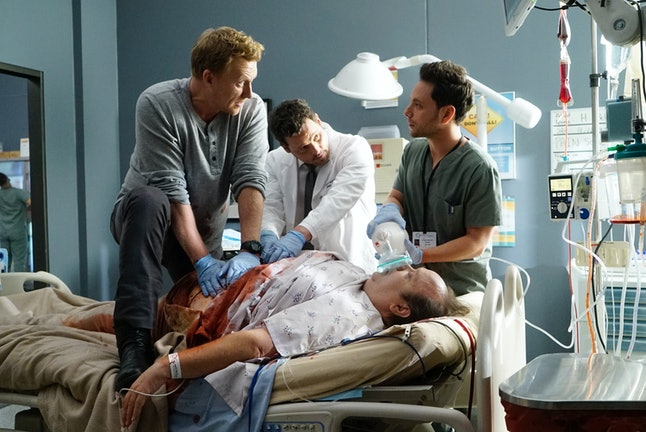 Alex Karev brings in Owen Hunt from Grey Sloan  to work on a patient at Pac North.
