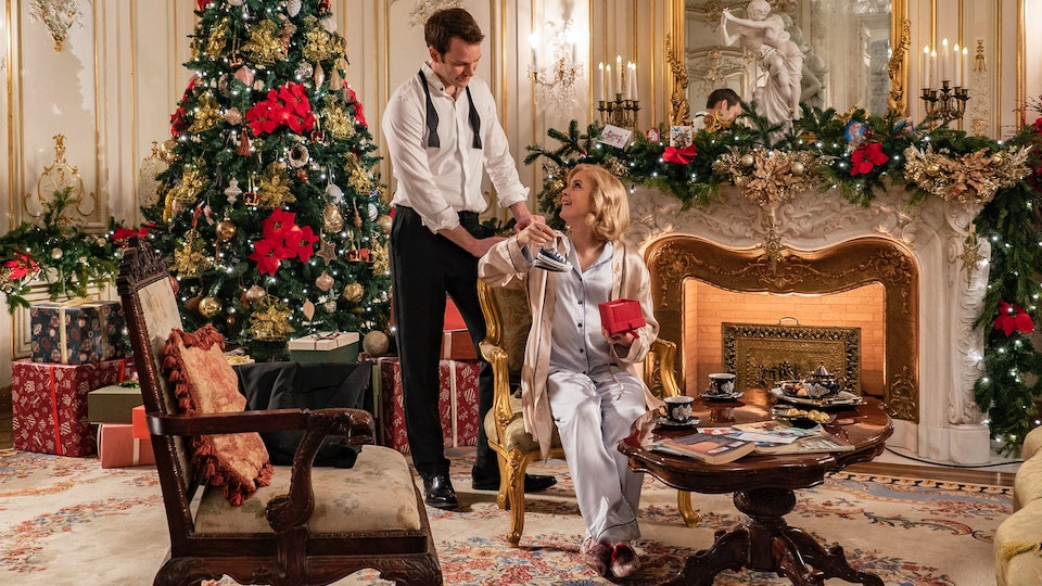 Rose McIver & Ben Lamb star in A Christmas Prince 3.