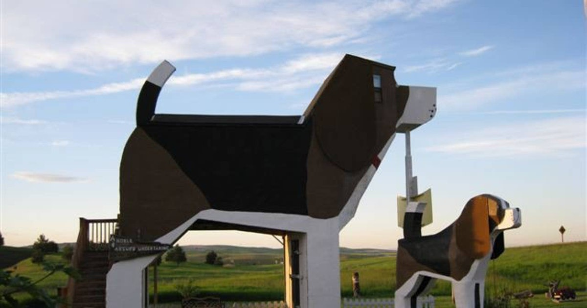 The Dog Bark Park Inn B&B Is The Paw-fect Getaway For You & Your Pup