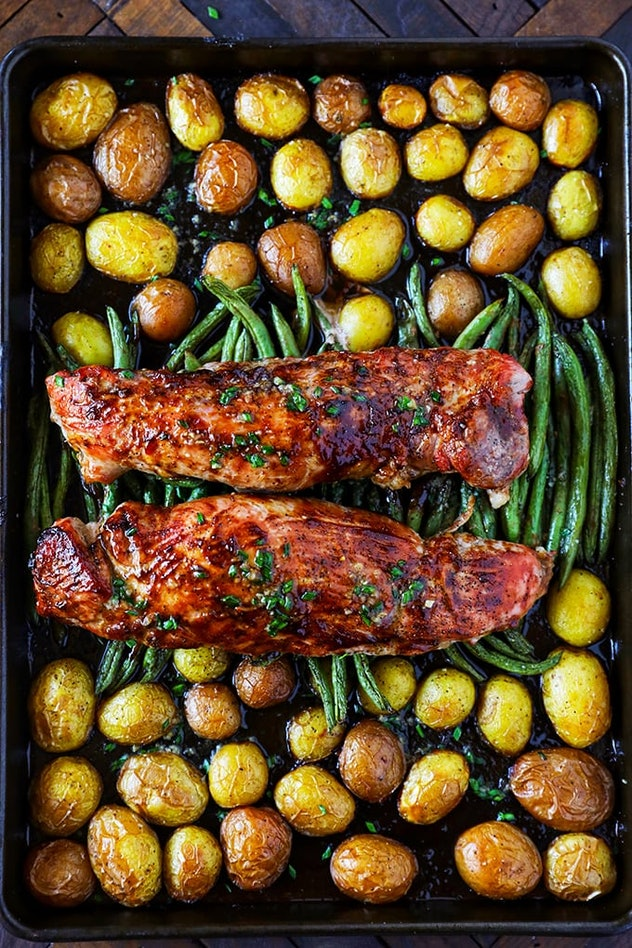 sheet pan recipes with pork, pork tenderloin with potatoes and green beans