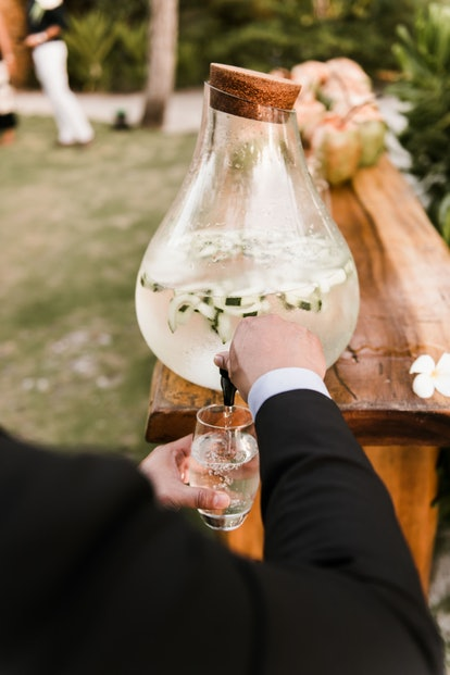 Non-alcoholic drinks and mocktails at a sober wedding can be just as exciting as alcohol.