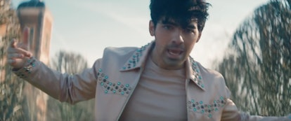Jonas' bejeweled jacket is a cool part of any Sophie Turner and Joe Jonas Couples Halloween Costume ...