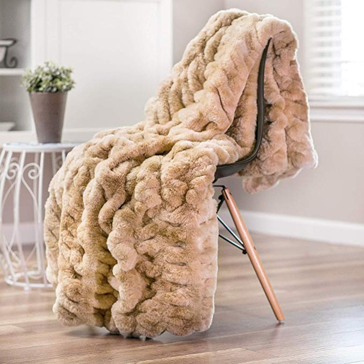 Chanasya Faux Fur Throw Blanket