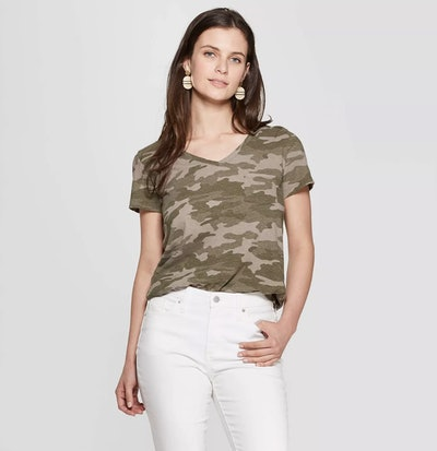 Universal Thread Women's Camo Print Relaxed Fit Short Sleeve V-Neck Monterey Pocket T-Shirt