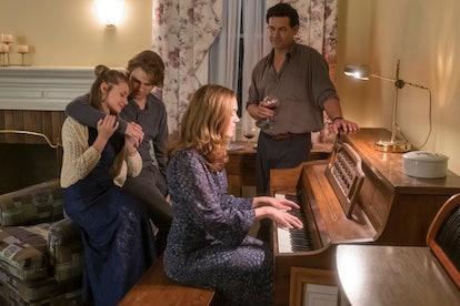 Amanda Leighton, Logan Shroyer, Mandy Moore, and Jon Huertas in 'This Is Us'