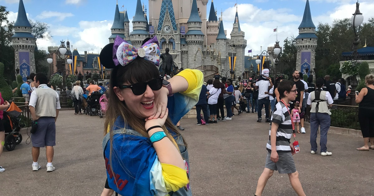 6 Pictures To Take In Front Of Cinderella's Castle That Aren't Clichéd