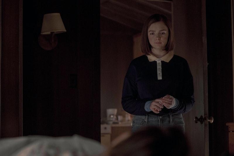 Elsie Fisher emulating Annie Wilkes in Misery as Joy Wilkes in Castle Rock