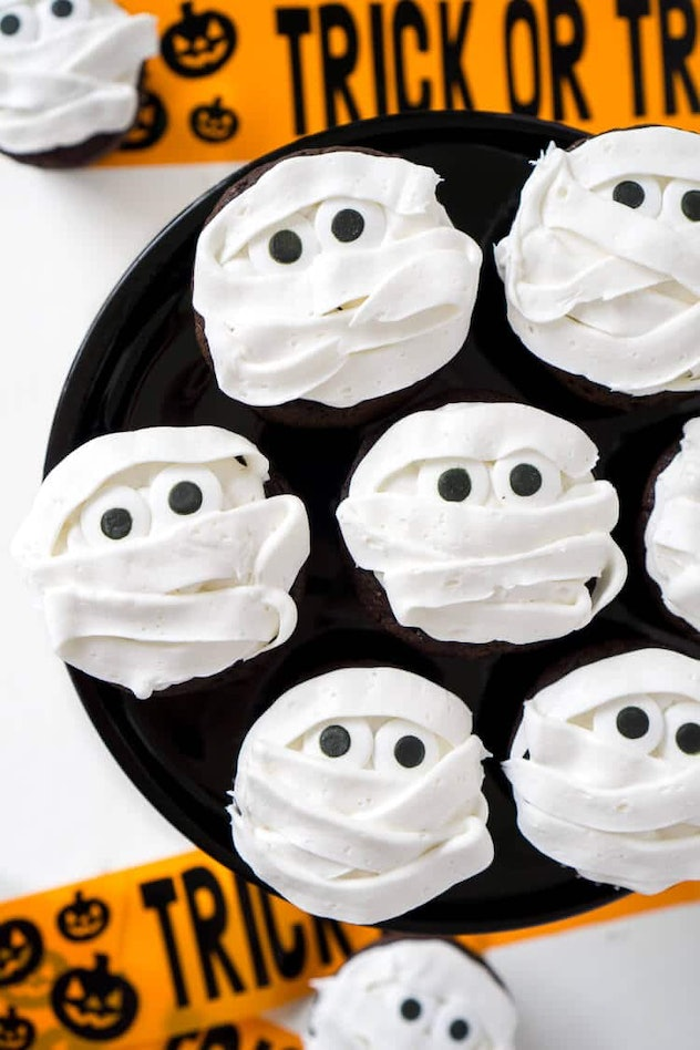 Mummy Halloween cupcakes are a spooky treat that can make a great Halloween snack for the classroom.