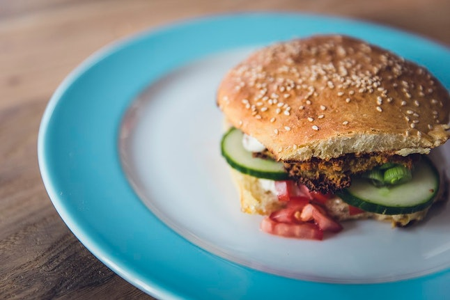 A veggie burger on a plate. Vegetarian and vegan diets may change the body in ways that help with health outcomes.