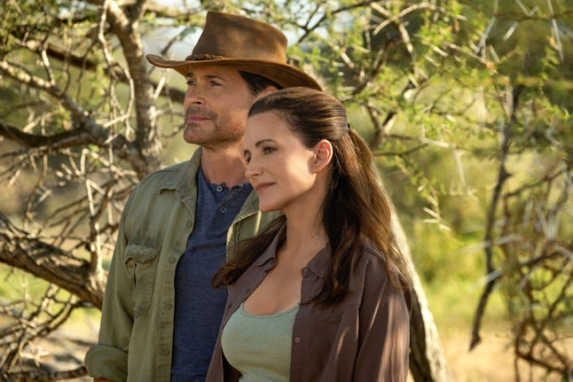 Rob Lowe and Kristin Davis fall in love in Holiday in the Wild.