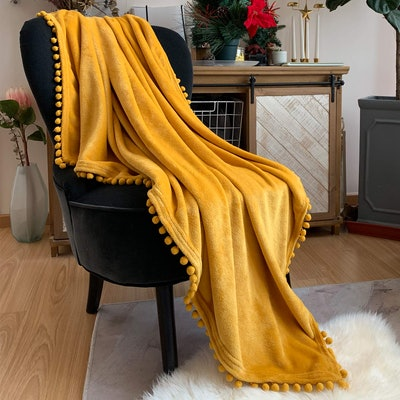 LOMAO Flannel Blanket With Pompom Fringe