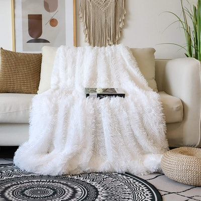 Tuddrom Faux Fur Shaggy Blanket
