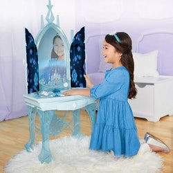 The 'Frozen 2' vanity is the perfect size for your little one to play and pretend.
