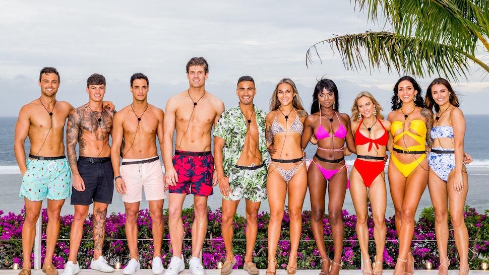The cast of 'Love Island Australia' Season 2 poses together at the villa.