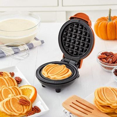 DASH Mini Waffle Maker (Pumpkin Shaped)