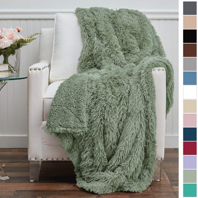 The Connecticut Home Company Sherpa Throw Blanket