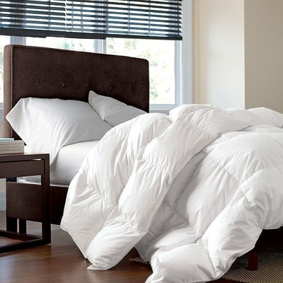 Egyptian Bedding Goose Down Comforter (Queen)