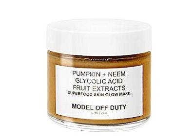 Model Off Duty Pumpkin + Neem Superfood Skin Glow Mask