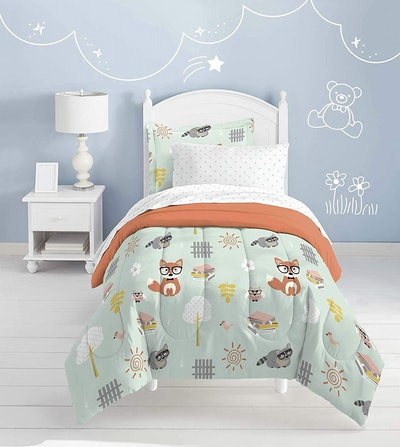 dream FACTORY Casual Woodland Friends Comforter Set (5 Pieces, Twin)