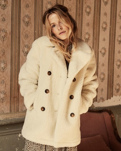 Dôen's fall 2019 chapter 2 collection proves the teddy bear coat trend is back again.