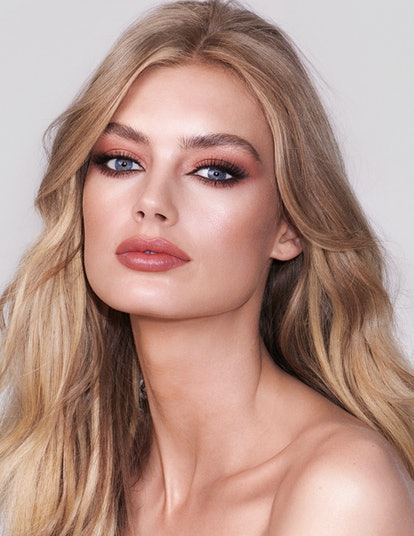 Charlotte Tilbury's Charlotte Darling Palette helps you create sultry, sexy eye looks that are equally effortless and glamorous.