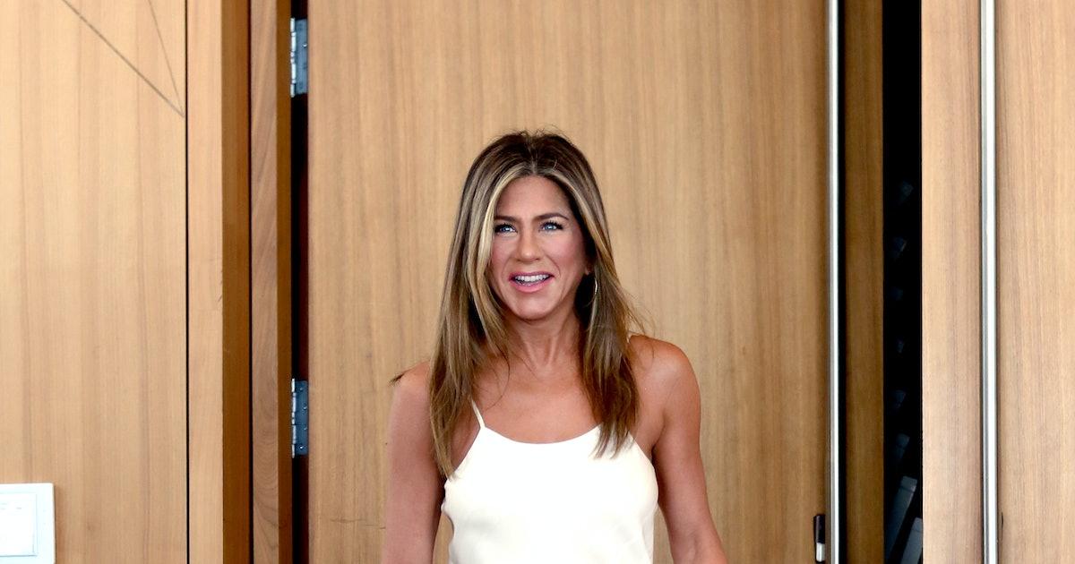 Jennifer Aniston Still Wears This Dress She Stole From Monica's Closet On 'Friends'