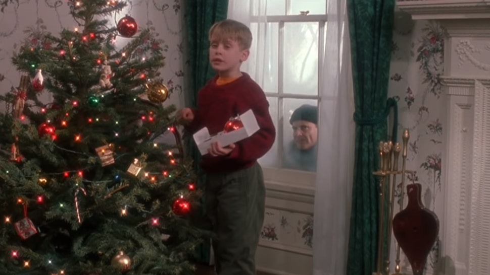 Is Christmas Eve A Holiday.Freeform S Kickoff To Christmas Schedule Is Full Of Holiday
