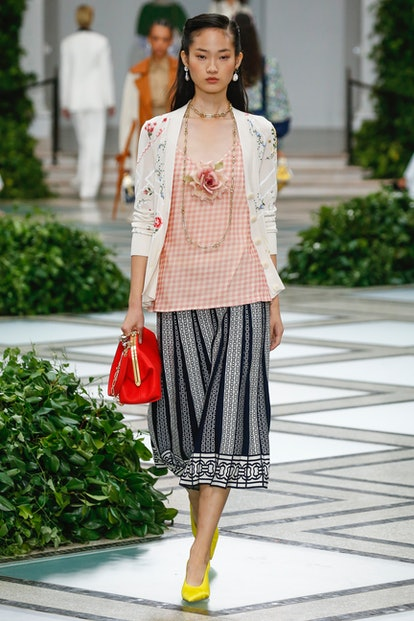 clutch bag trend for spring 2020