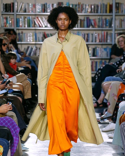 Spring 2020 Orange trend at Rejina Pyo