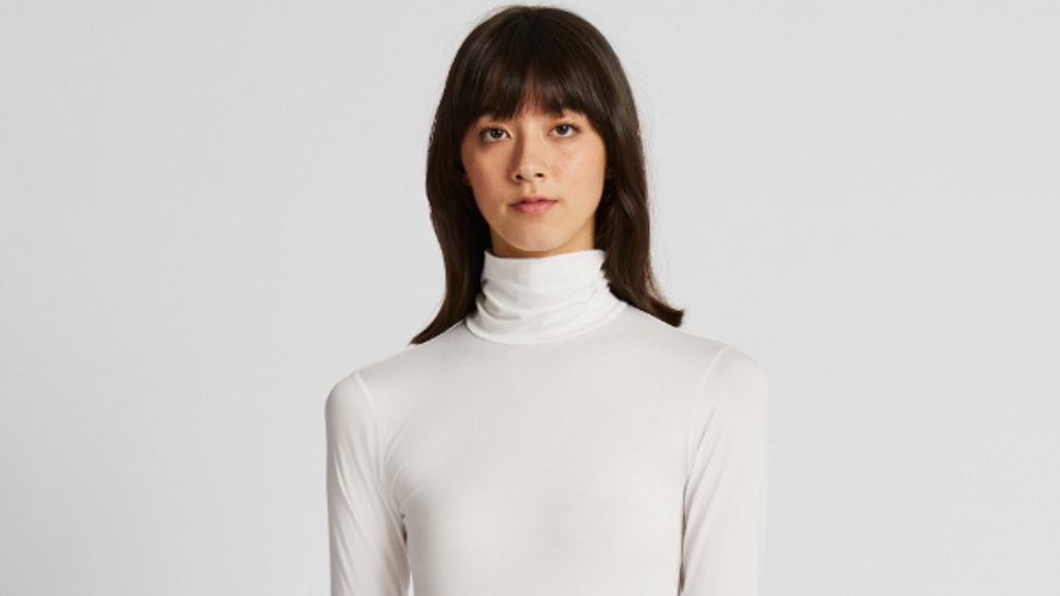 UNIQLO is giving away free heattech clothing on its new app.