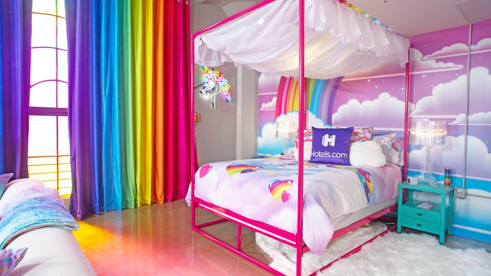Hotels.com Lisa Frank Flat bedroom.