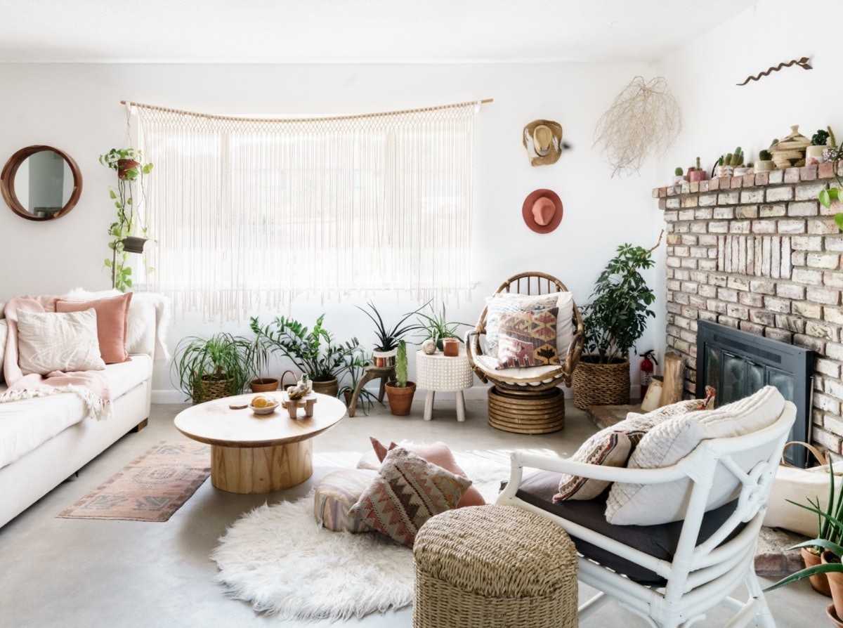 An artistic and peaceful Airbnb near Joshua Tree National Park in California is an ideal place for a couple's retreat.
