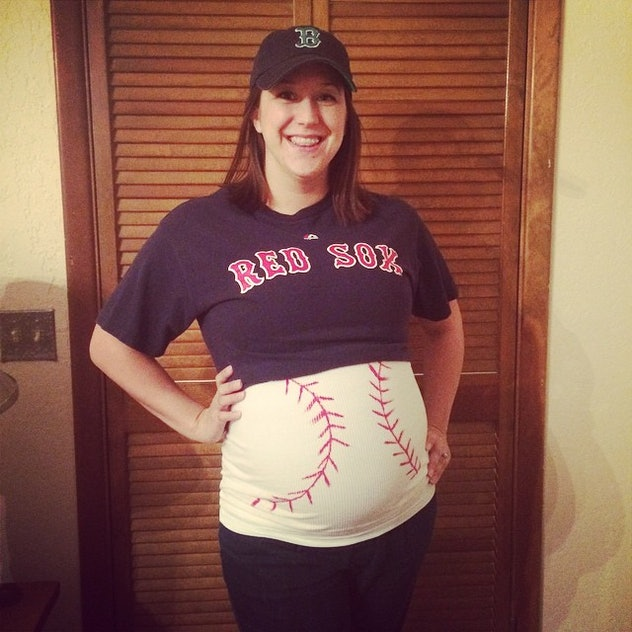baseball fan halloween costume, red sox halloween costume Diy, pregnancy halloween costume, maternity halloween costume