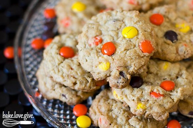 Things To Make With Leftover Halloween Candy, Oatmeal Reese's Pieces Cookies