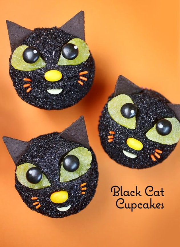 Things To Make With Leftover Halloween Candy, Black Cat Cupcakes