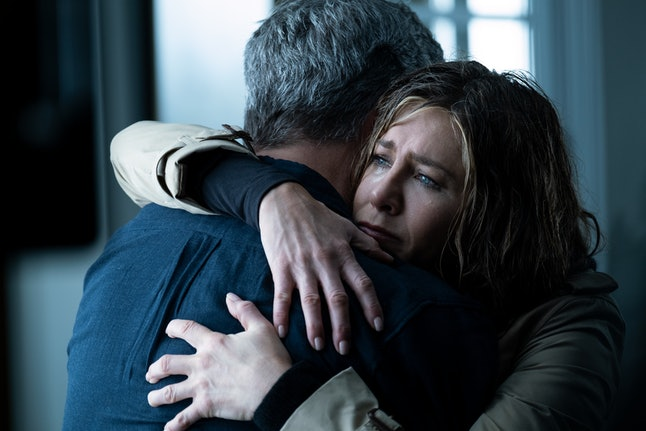 Jennifer Aniston and Steve Carell hugging in the Morning Show.