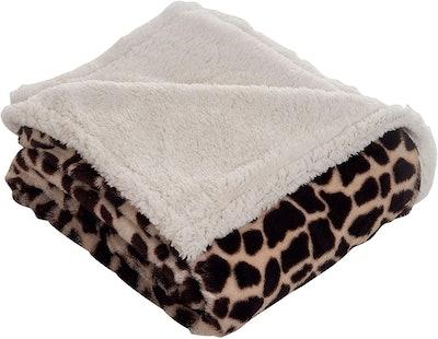 Lavish Home Throw Blanket, Fleece/Sherpa, Giraffe