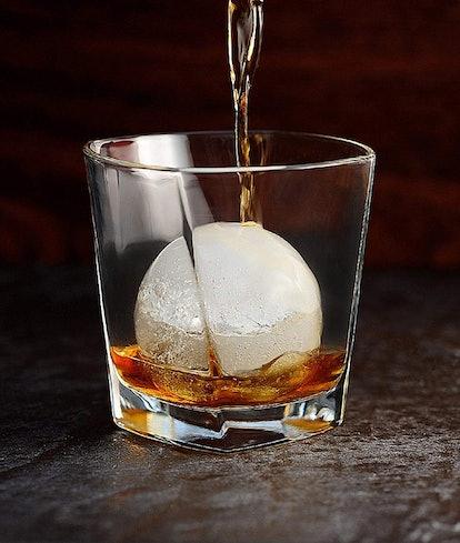 Housewares Solutions Frozen Ice Ball Maker
